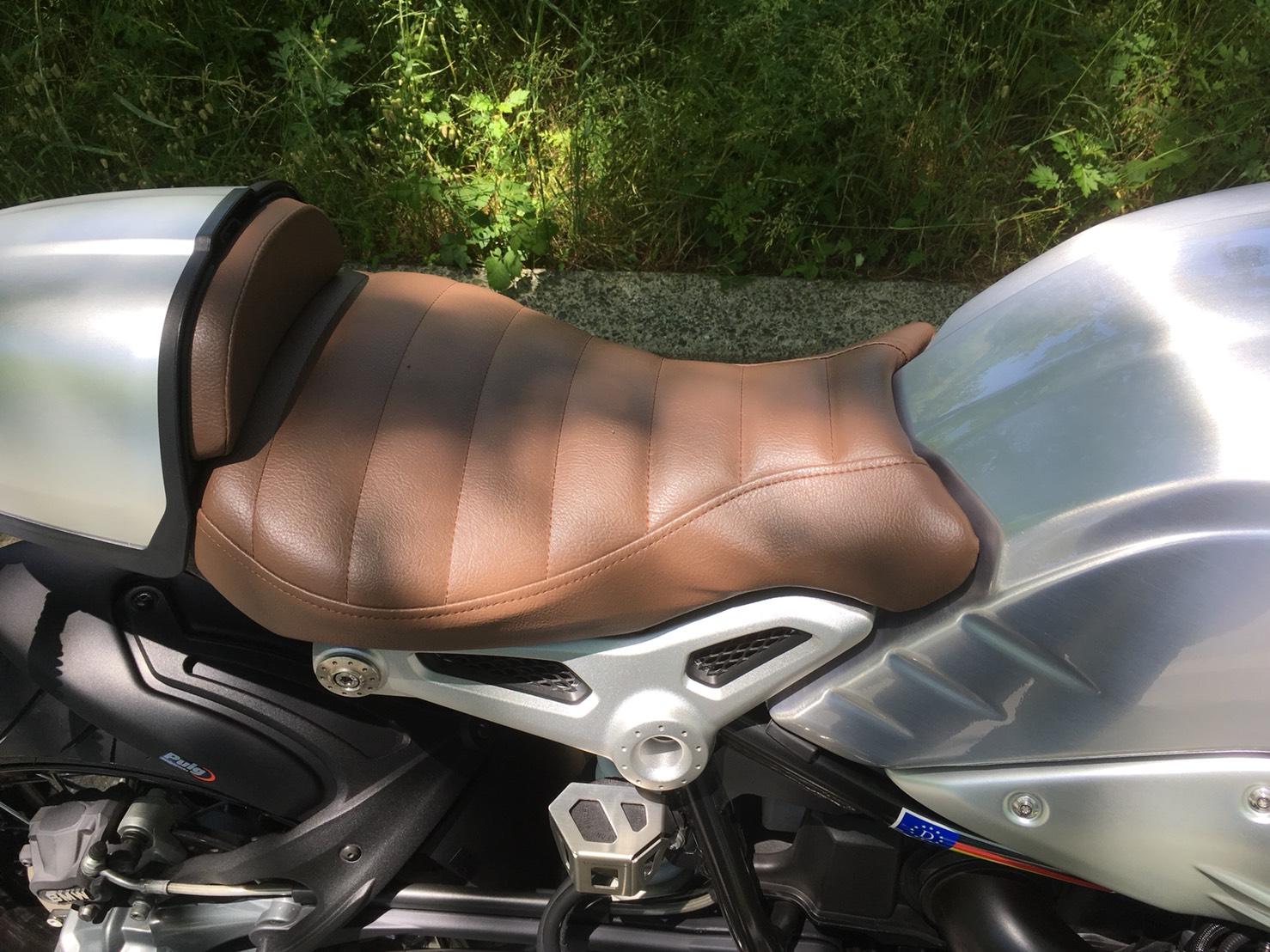 BMW R nineT シート張替え