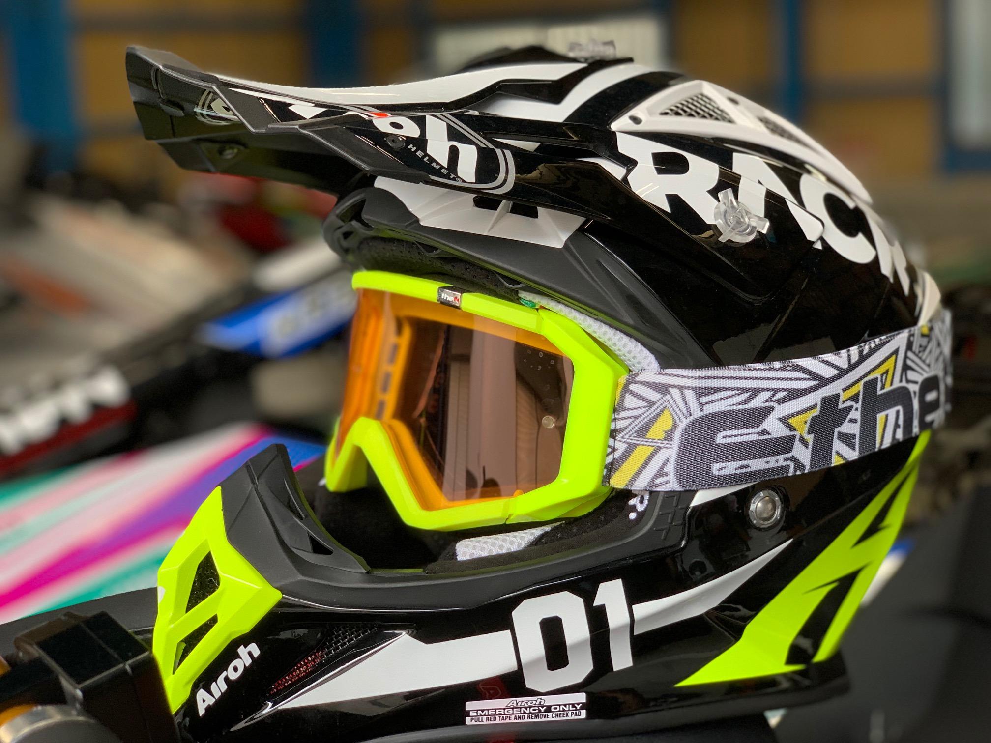 レーサーカーボンヘルメット&エテンゴーグル
