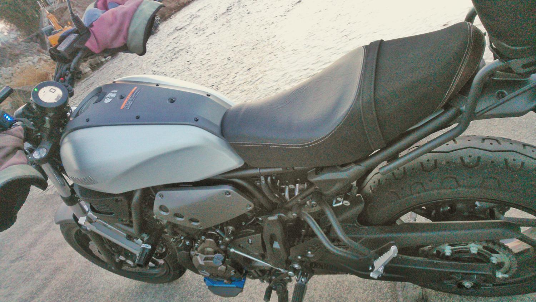 XSR900の低反発スポンジ加工