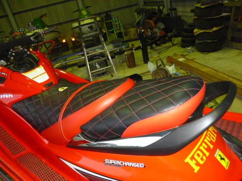 ジェットスキーシート張替え フェラーリ仕様 投稿画像