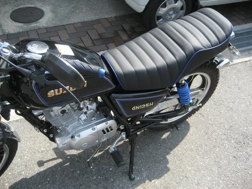 SUZUKI GN125H シート張替え