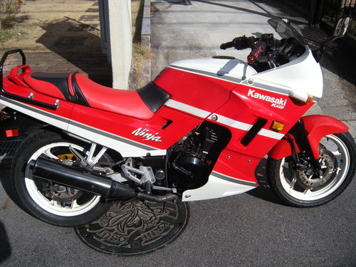 Kawasaki GPX-250Rのシート張替え