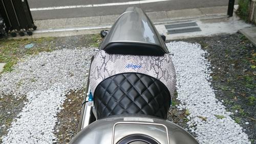 カワサキ  ZX12Rのシート張替え